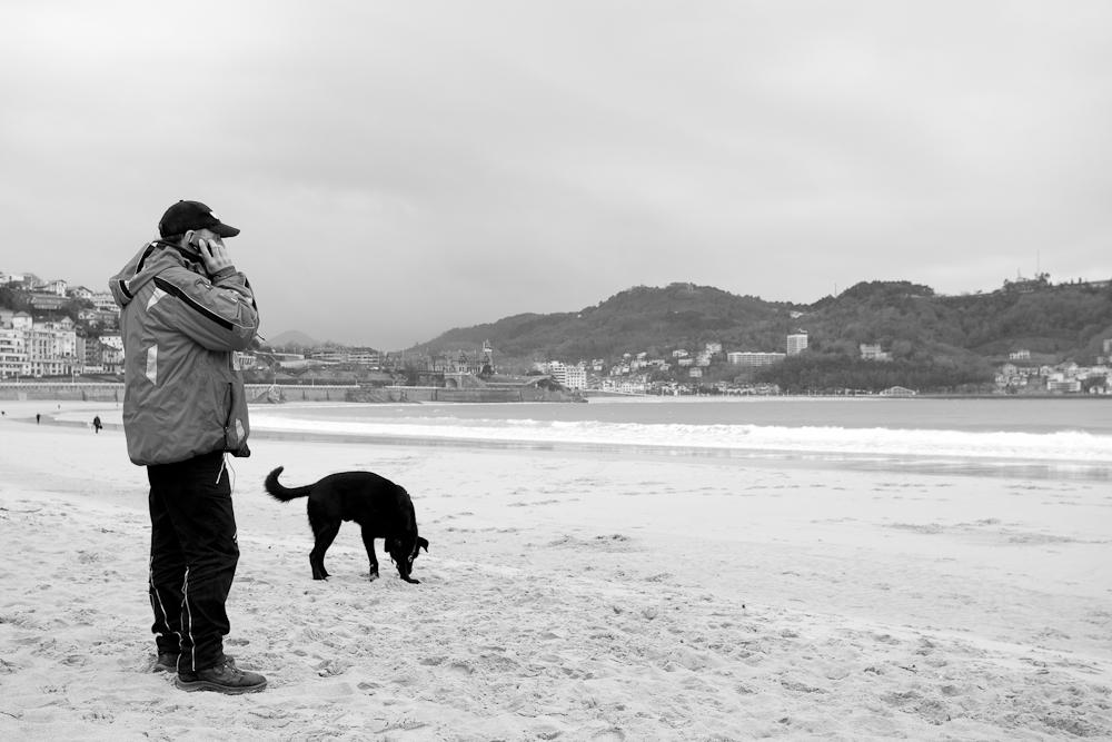 Ibón y Roger en la playa (Foto: Paula Arbide)