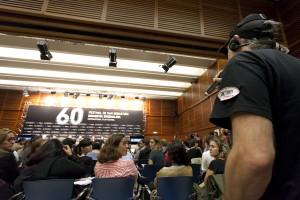 Ibón pregunta a Juan Antonio Bayona (Foto: Paula Arbide)