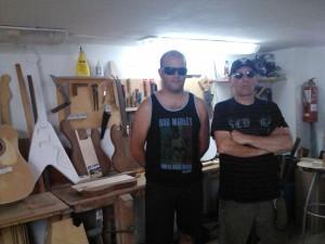 Con el luthier Sergio Callejo (Foto: Joxeba Agirresarobe)