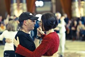 """Ibón y Carmen Garmendia bailan el """"Apagatango"""" (Foto: Paula Arbide)"""