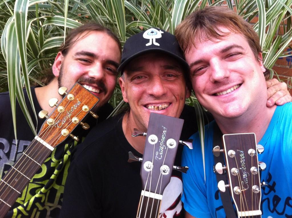 """Rafael Bajo """"Eltxo"""", Ibón Casas y Pol Merino con sus guitarras Tanglewood"""