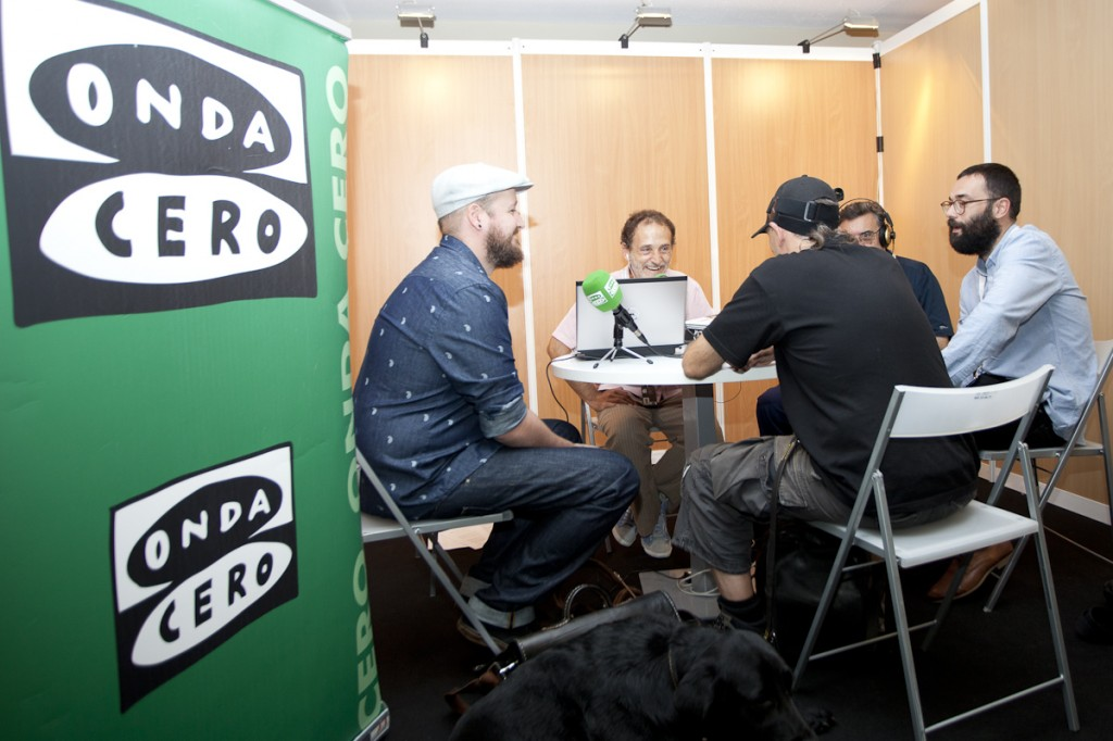 "Ibón colabora a diario con Eduardo Yáñez en el programa ""Gipuzkoa en la onda"" (Foto: Paula Arbide)"