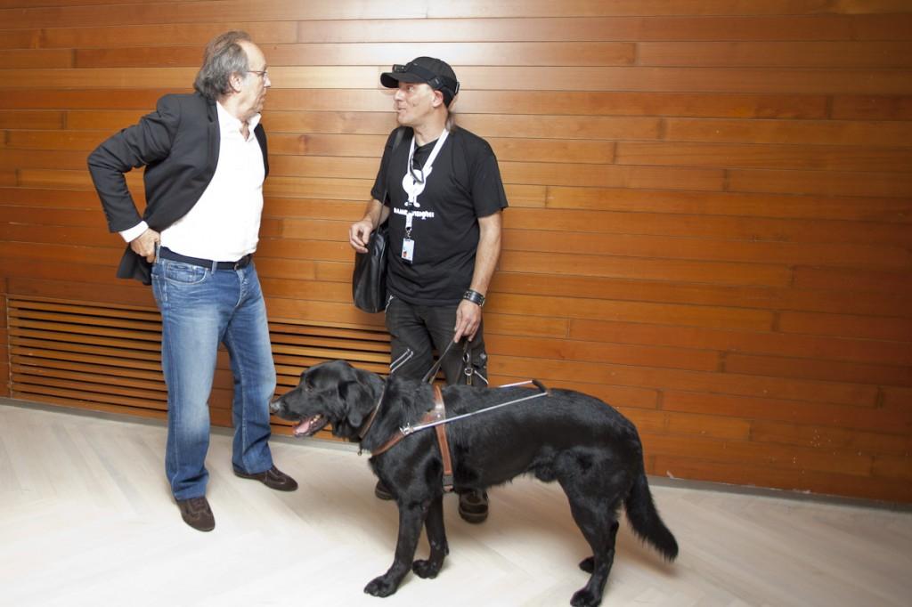 Serrat graba su saludo de apoyo a Dametvision (Foto: Paula Arbide)