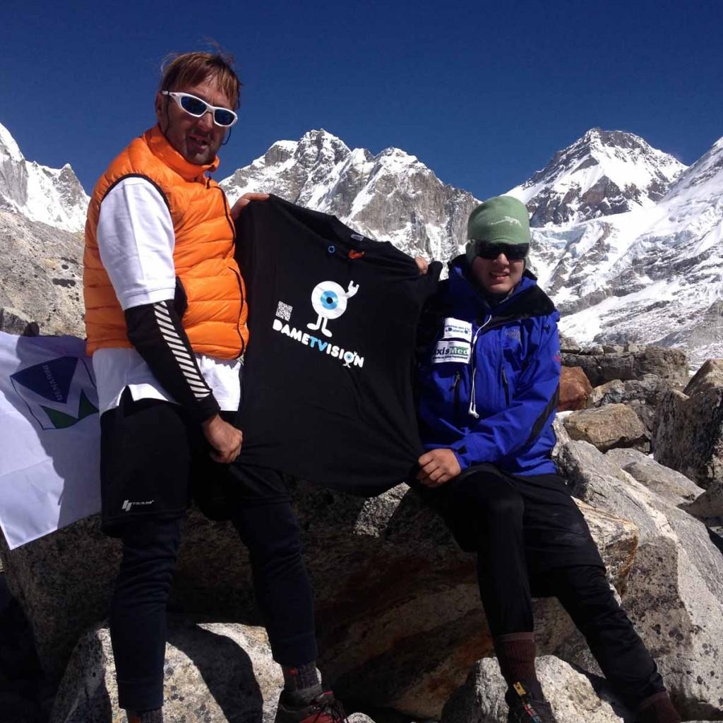 Josu Feijoo y Tomás Boeira. Campo base del Everest