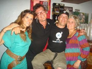 Ibón y Oihana (dcha) con Sito y ... Foto: Mª José Acevedo