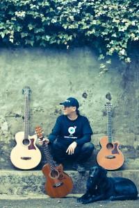 Ibon y Roger entre guitarras Foto: Paula Arbide