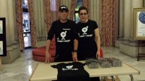 Ibón y Mª José Acevedo venden discos en el Teatro García Barbón (Vigo)