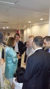 Aznavour charla con Raphael y Natalia Figueroa Foto: M.José Acevedo