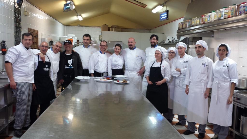 Un gran equipo de cocineros solidarios